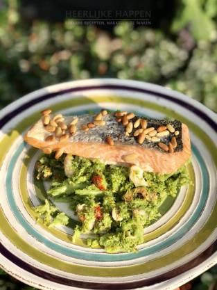 Zalm uit de oven met broccolipuree