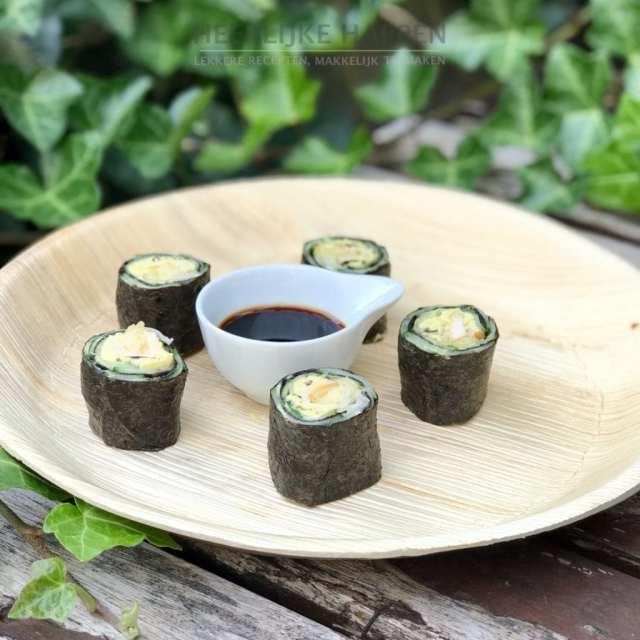 Sushi met matcha hummus en mangomousse