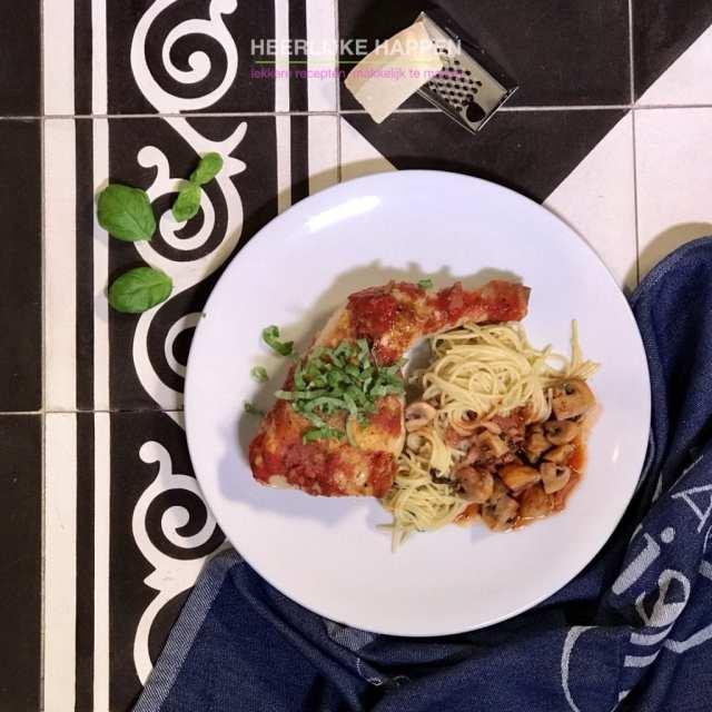 Gestoofde kip met aglio pasta
