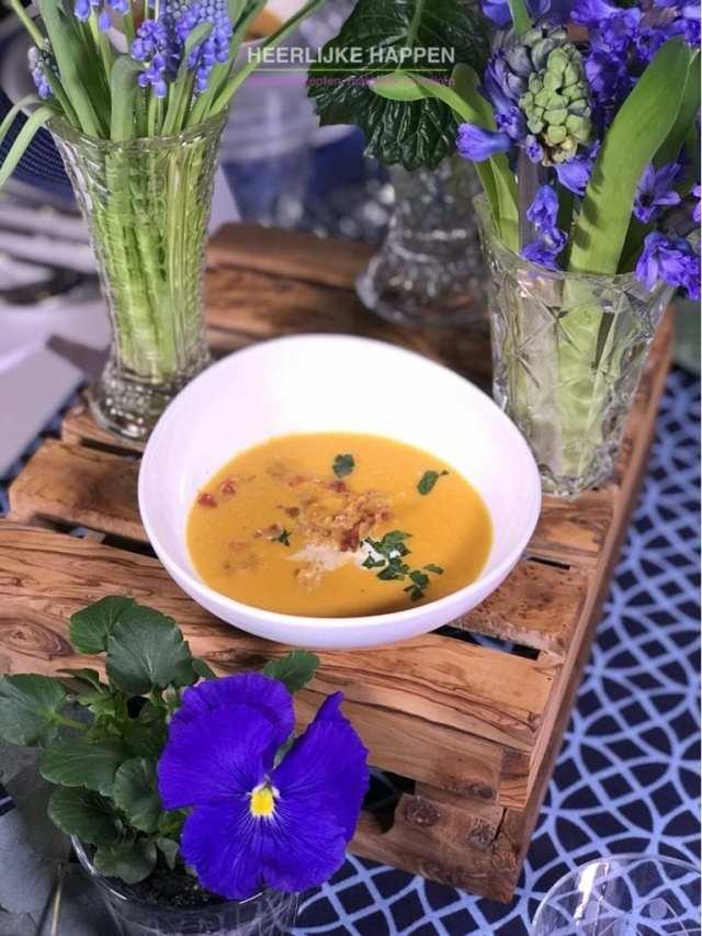 Paprika soep met pancetta
