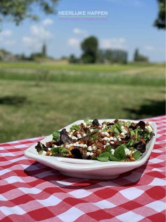Salade met geitenkaas en nootjes