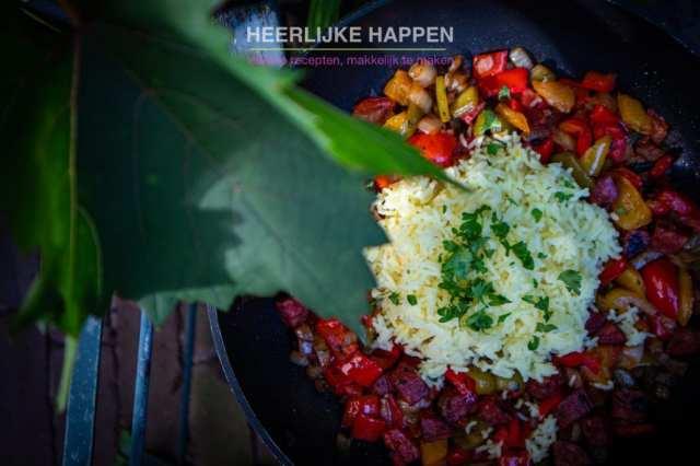 Spaanse schotel met chorizo en paprika