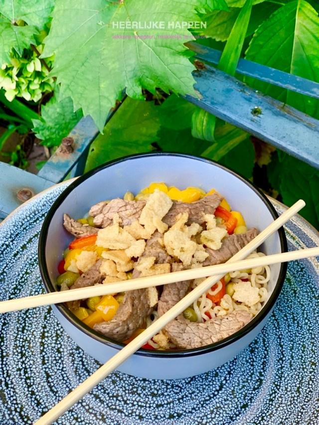 Roerbak noedels met beef en edamame boontjes