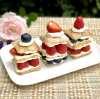 Slagroomtaartjes met vers fruit
