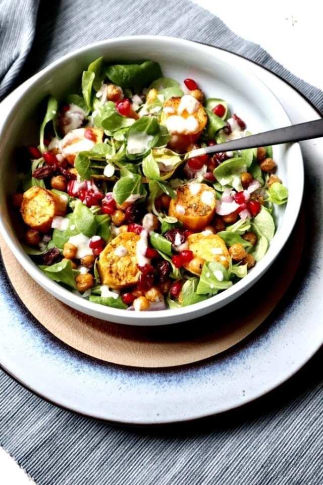 Zoete aardappelsalade met yoghurt dressing