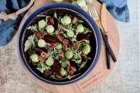 Spruitjes salade met gekarameliseerde pecannoten