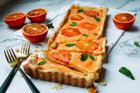 Zoete bloedsinaasappel curd taart