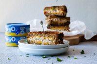 Gegrilde tonijn sandwich met cheddar