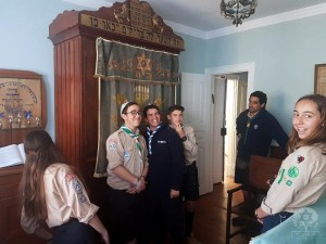 oj esc 003 - Visit of Scouts to the Ohel Jacob Synagogue