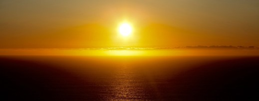 Sonne über dem Meer bei der Vogelinsel Runde
