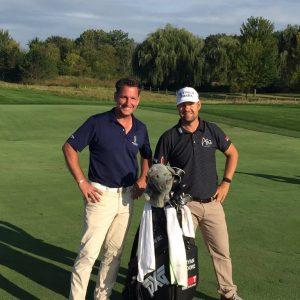 Gregor Biernath mit Golf Pro Gary Woodland