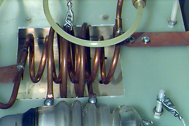 Fig.1 Close up of tank cicuit inductor and coupling loop (outter coil).