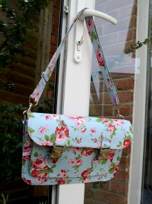 5th November - a bag made for the birthday of a daughter of a friend. She'd seen the one I made for myself and loved it, so I made one as a surprise present from her mum :-)