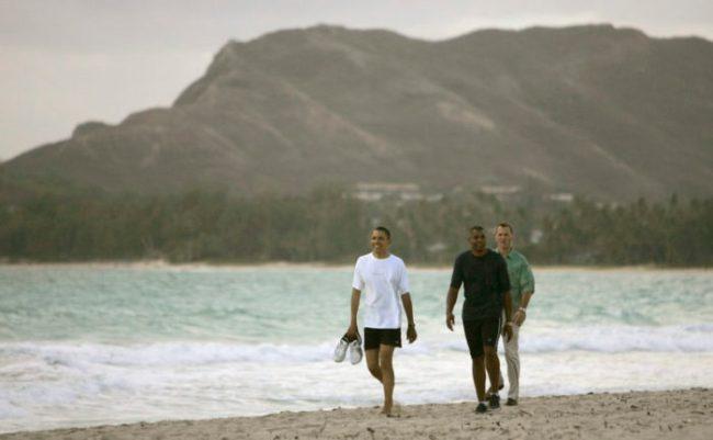 Democratic presidential hopeful Barack Obama walks along Kailua Beach during his vacation on Oahu. August 2008. Honolulu Star-Bulletin Photo by Mike Burley