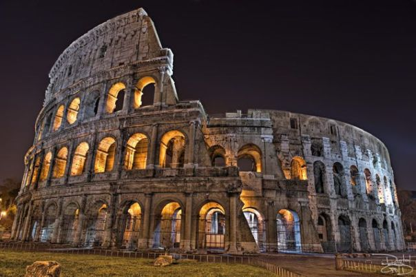 Rome_Colosium_at_Night