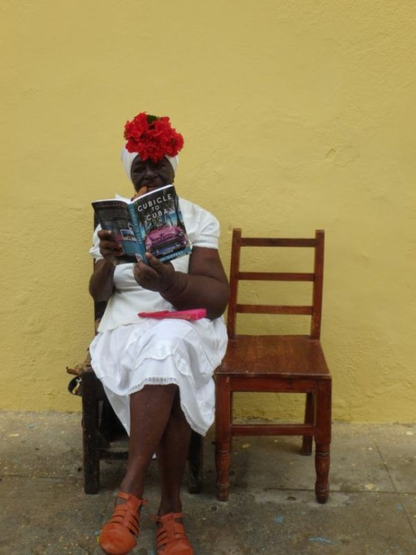 Cuban_Woman_with_Book_Cubicle_to_Cuba