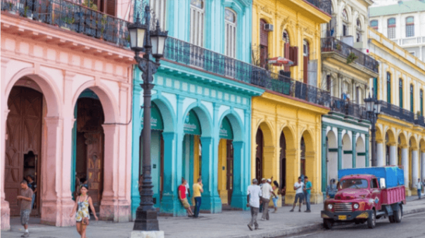 Colorful_Havana_Street_Capitol