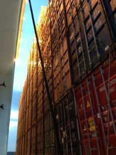 Container über Container werden gestapelt