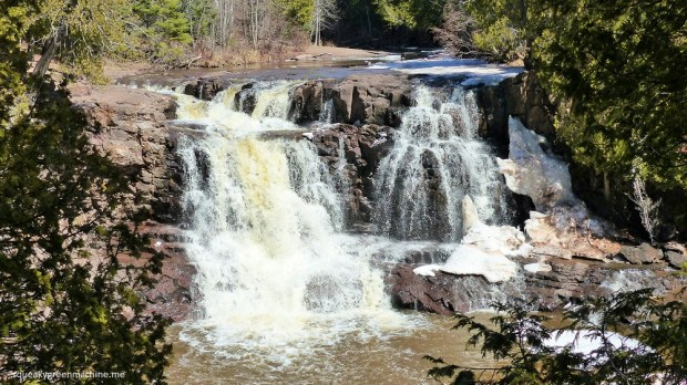 sun shining on gooseberry falls