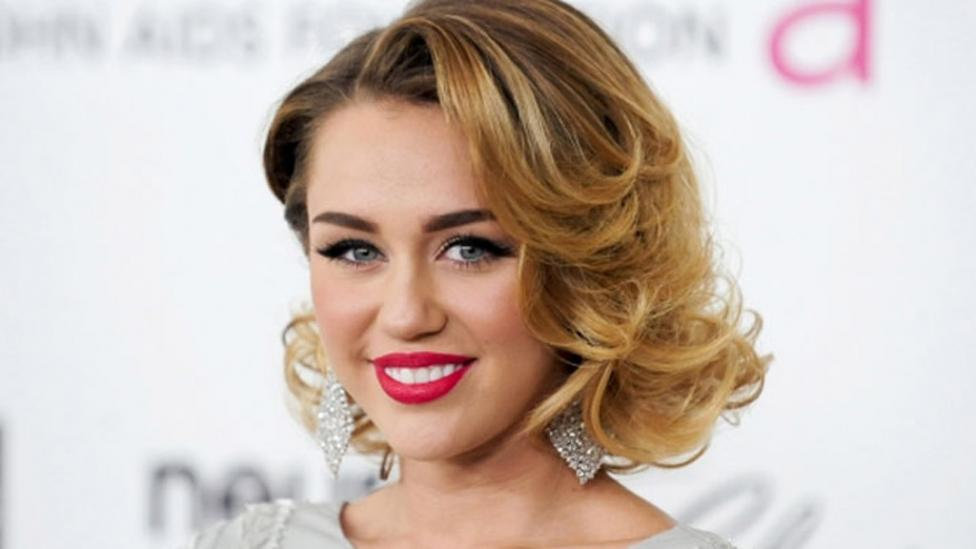 Miley Cyrus height dp3