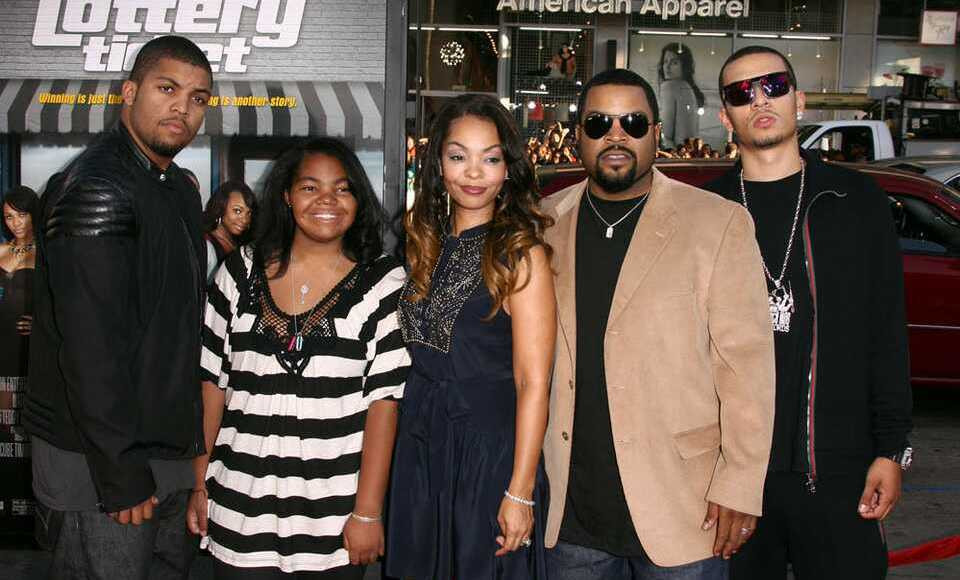 Ice Cube's family dp