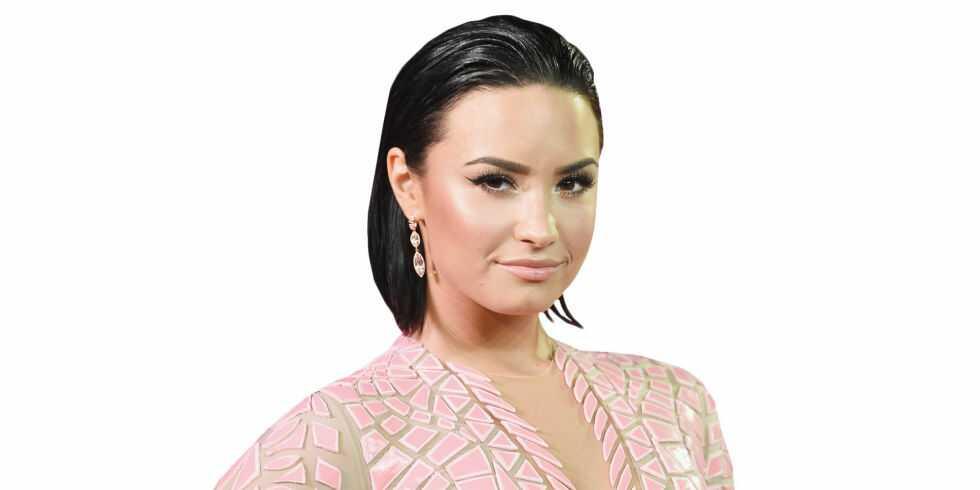 Demi Lovato's height dp