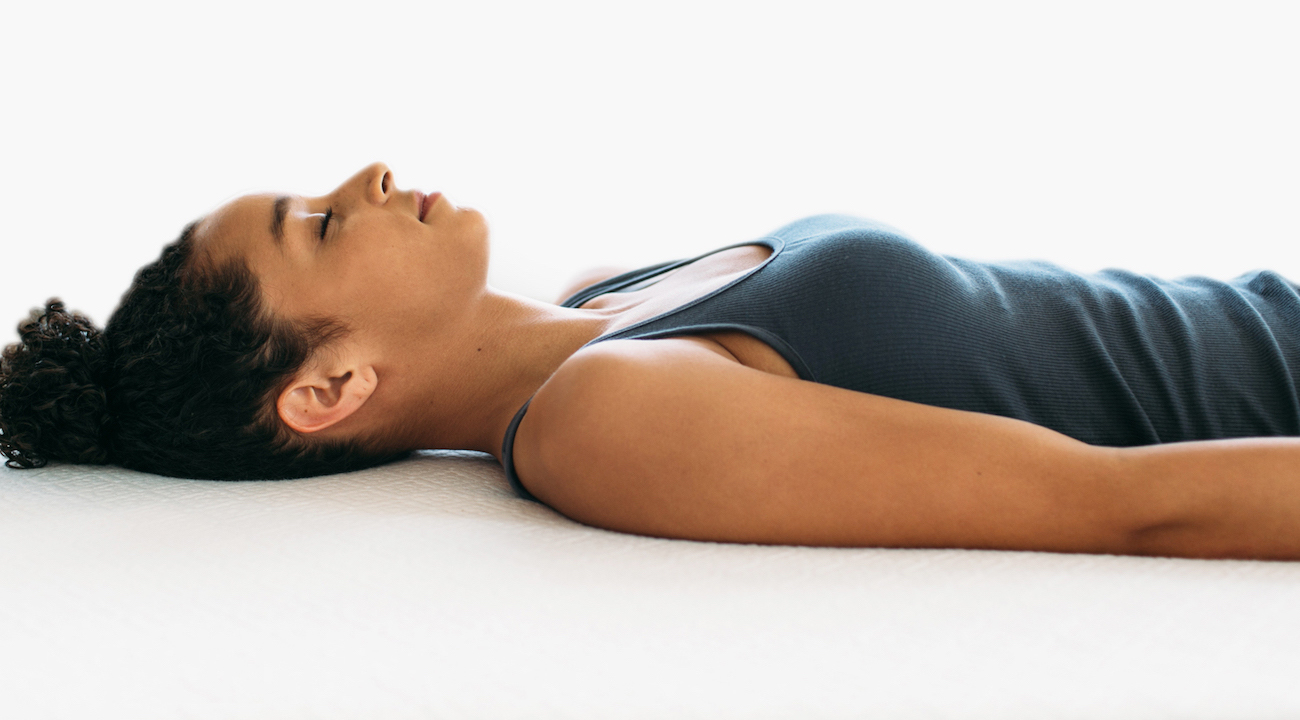 sleep without a pillow for better posture