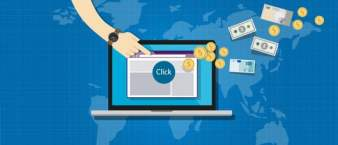 Mit Affiliate-Marketing Geld verdienen: Geld fliegt aus Cartoon-Laptop