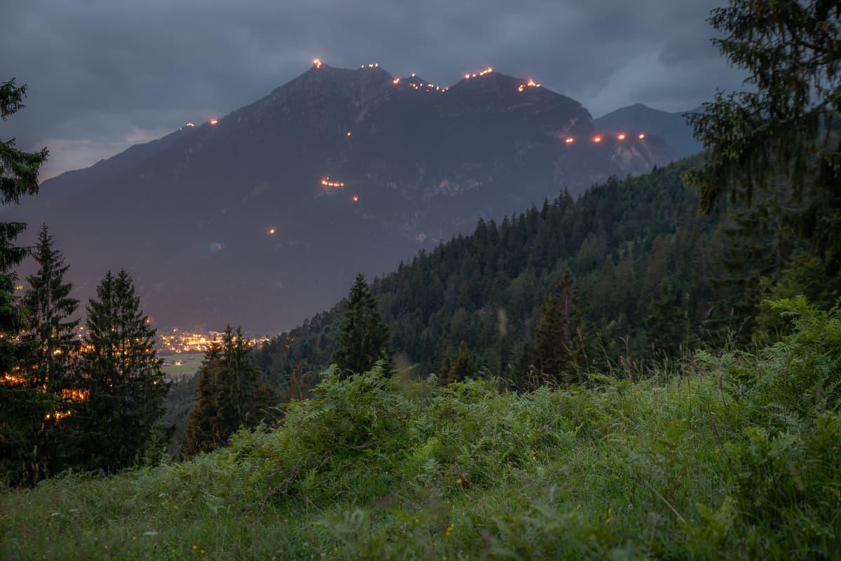 Johannifeuer über Garmisch-Partenkirchen, Überall kleine Feuer am Kramer