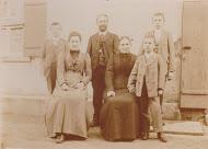 Fritz Wohlschieß mit Ehefrau und Kindern