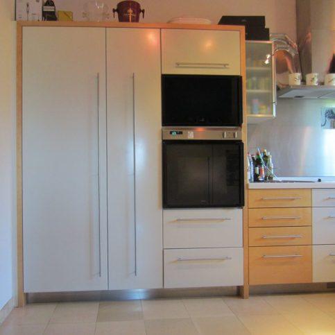 zweifarbige Küche