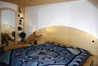 Naturholz-Ehebett