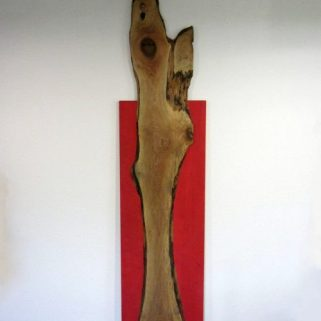Nußbaum auf Karminrot