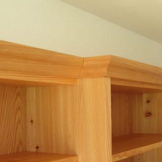 Bücherregal Lärche massiv oben