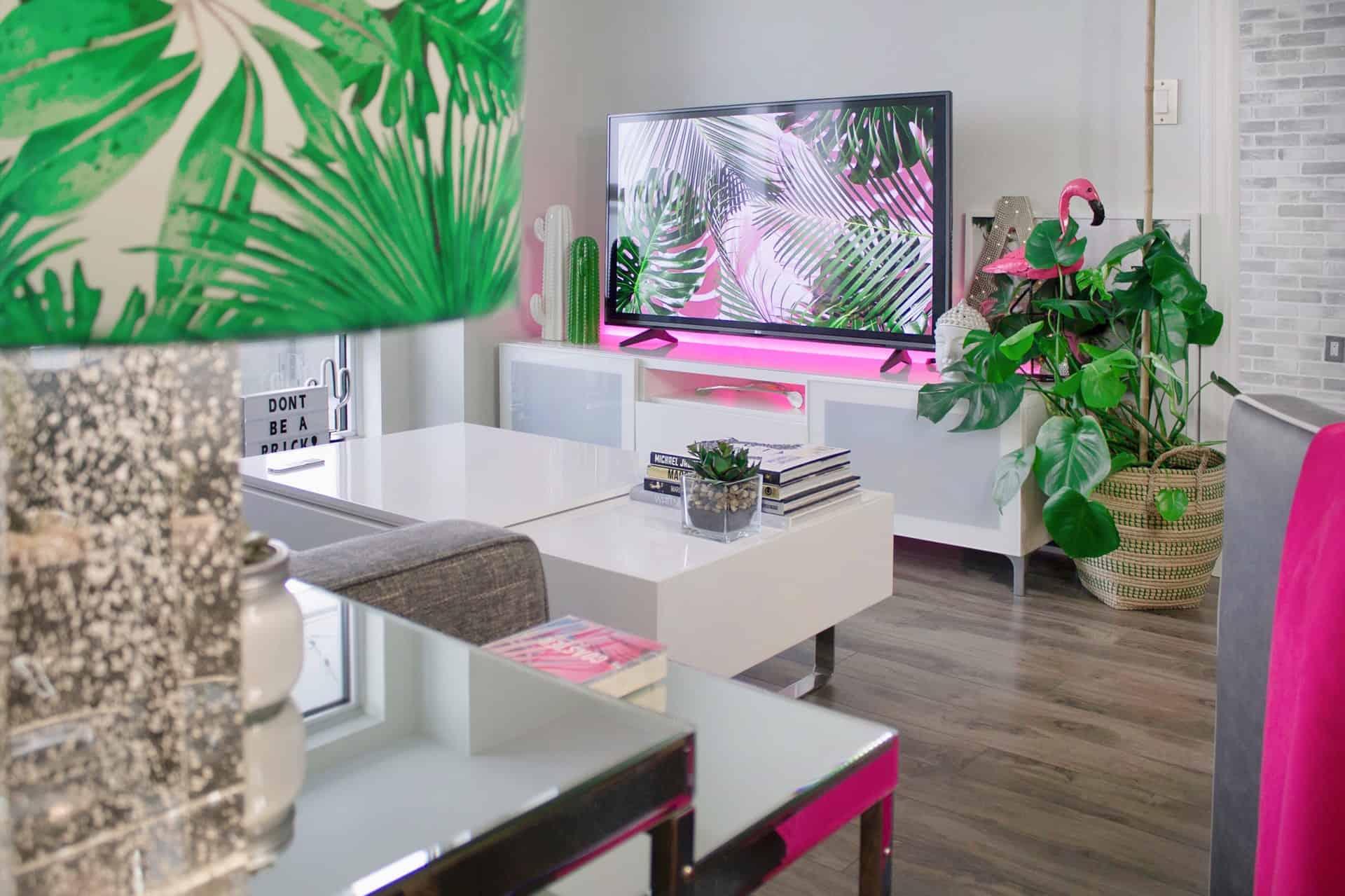 kleine fernseher kaufen fernseher tragbare ger te. Black Bedroom Furniture Sets. Home Design Ideas