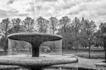 Ein, zumindest für mich, namenloser Brunnen in einer schönen Parkanlage nah der Ruhmeshalle in Zgorzelec. HDR aus 3 Einzelaufnahmen.