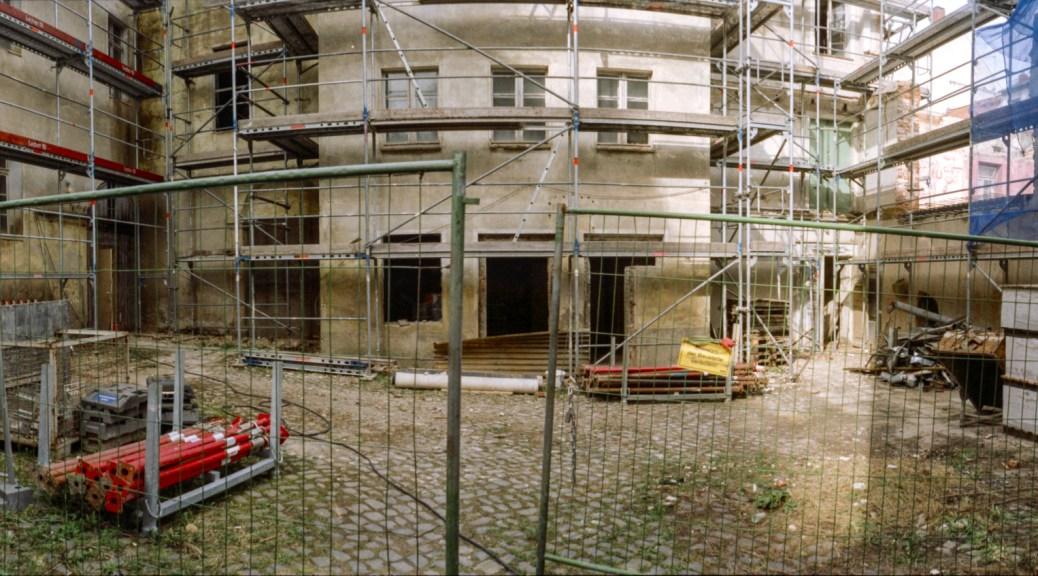 Baustelle im großen Hof.