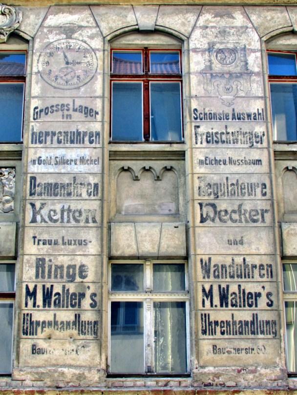 Fassadenwerbung