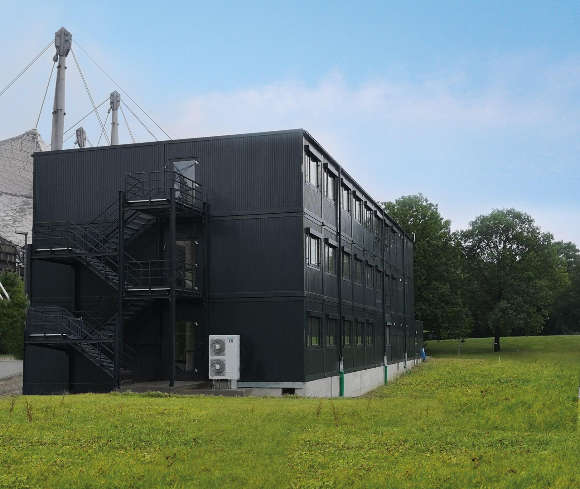 , European Championships München 2022: Heinkel Modulbau (Blaubeuren) errichtet dreigeschossiges Bürogebäude in Modulbauweise im Olympiapark, Heinkel Modulbau