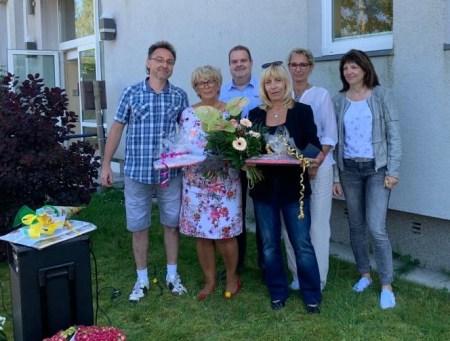 Marlies Schönberg als Schulleiterin für ihr Engagement bei der Entwicklung der Schule und Ilona Wendorf