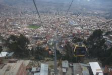 mit gelben Kabinen hoch auf 4000m