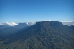 「失われた世界」ロライマ山