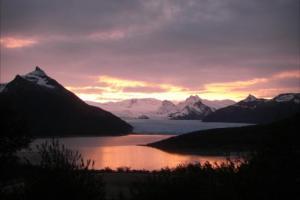 ペリト・モレノ氷河の夕焼け