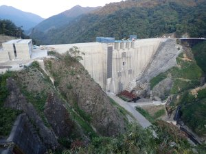 試験貯水される八ッ場ダム