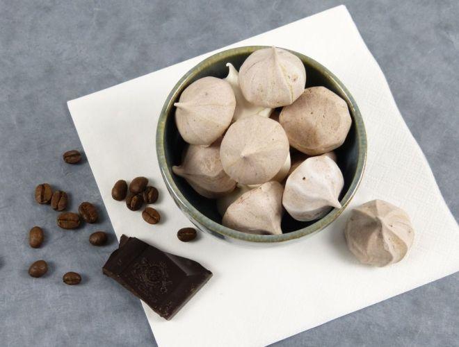 Baiser Tropfen mit Espresso und Schokolade