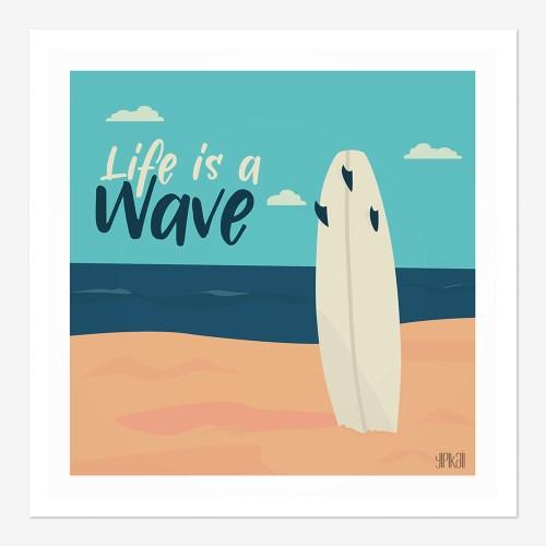 """Affiche planche de surf planté dans le sable avec la mention """"Life is a wave"""""""