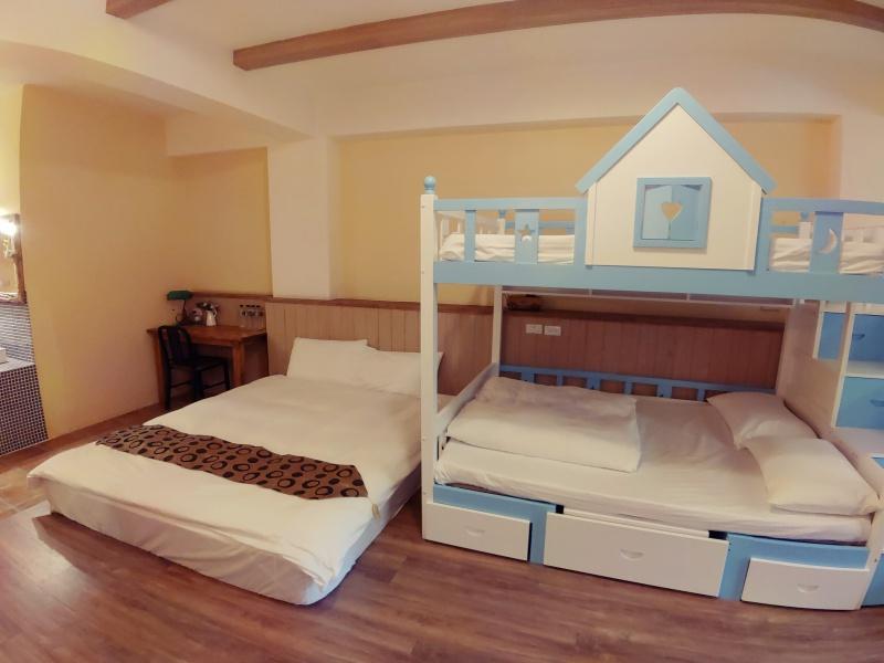 3號房-和室加大床四人房 – 花蓮何家民宿