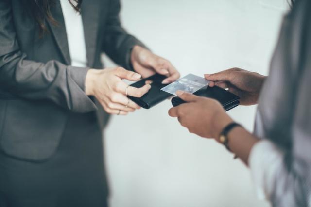 學上當:你覺得應該先壓低價格搶生意? 還是先顧品質慢慢經營?