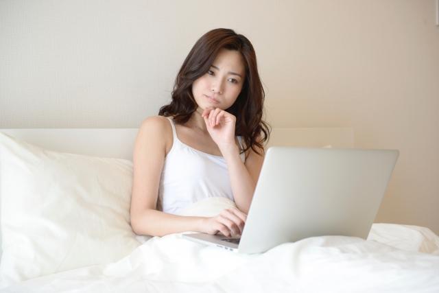 治療失眠,5個改善睡眠的簡單規則:絕對嚴禁把電腦或智慧型手機帶到床上使用
