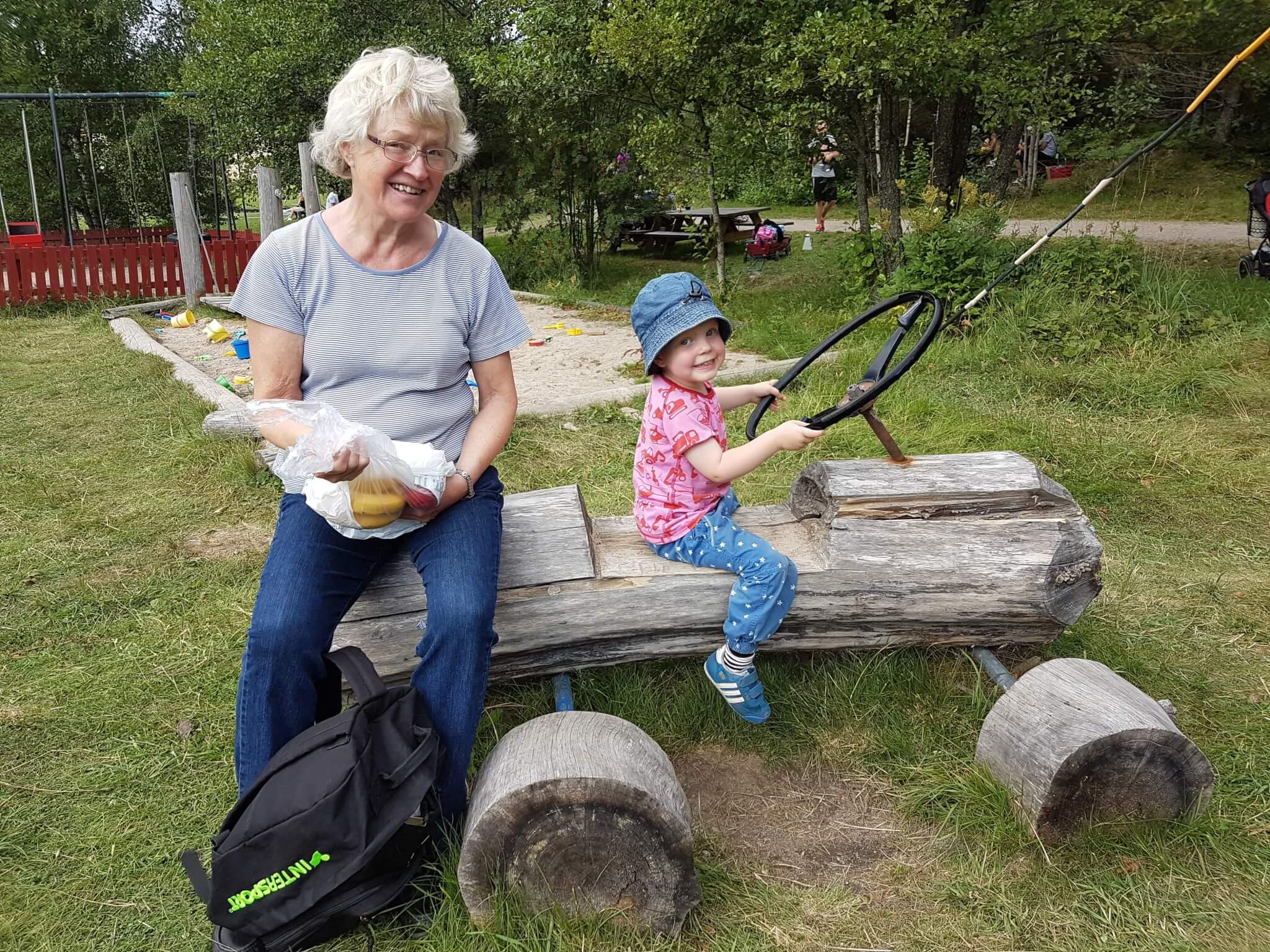 Mormor och Sander i Palstorps hage